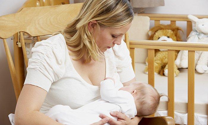 кормление ребенка сидя