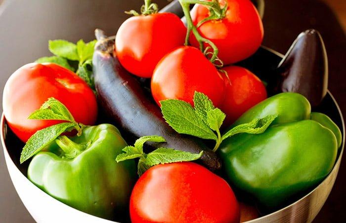 перец, томаты и баклажаны