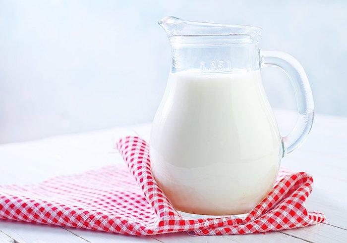 графин с молоком