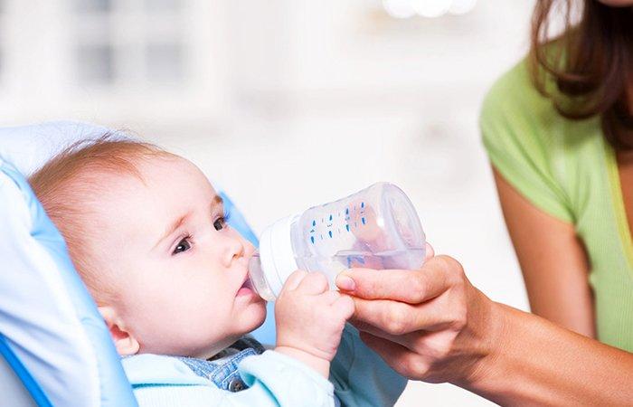 Нужно ли давать воду новорожденному