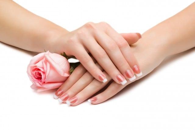 Покраска ногтей при грудном вскармливании