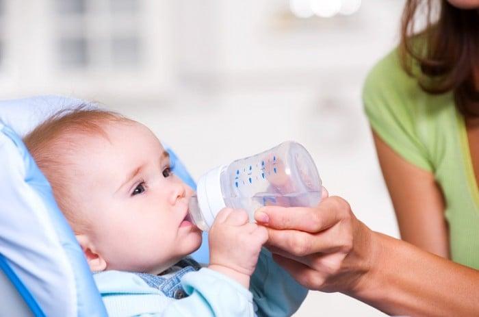 допаивание ребенка водой