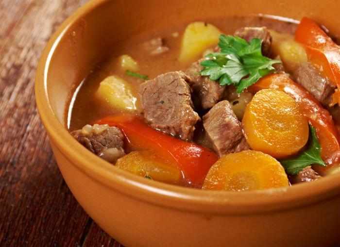 овощное рагу с говядиной и кинзой
