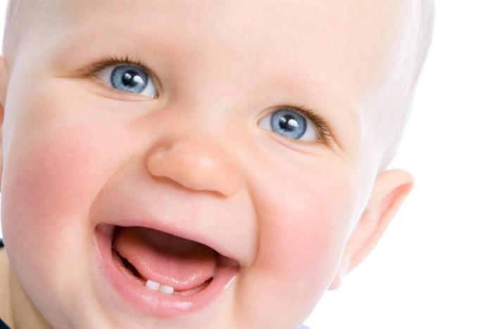 у малыша режутся зубы