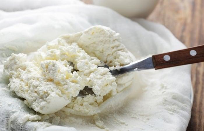 как правильно выбрать творог для приготовления сырников
