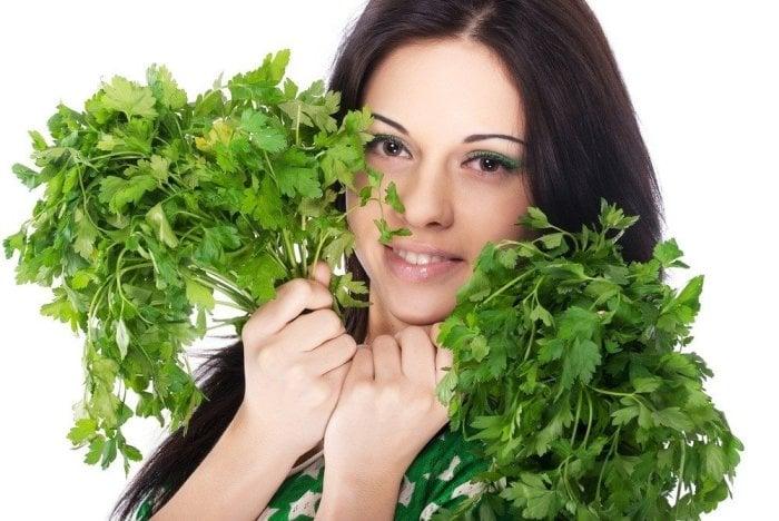 польза петрушки для женского организма