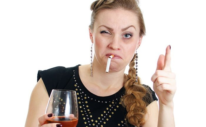 кормящая мама курит и пьет