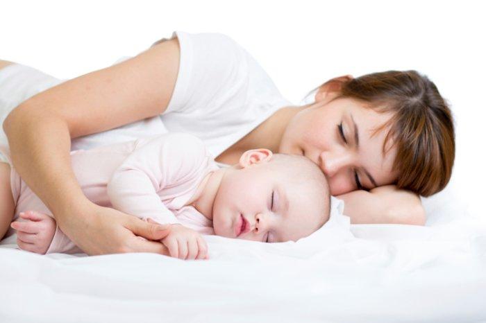 малыш и мама уснули