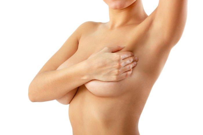 упругая и красивая грудь у кормящей мамы