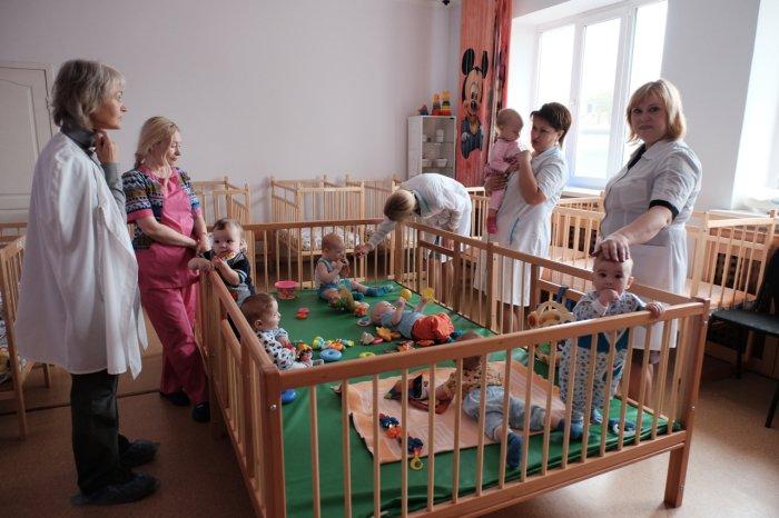 малыши в детском доме