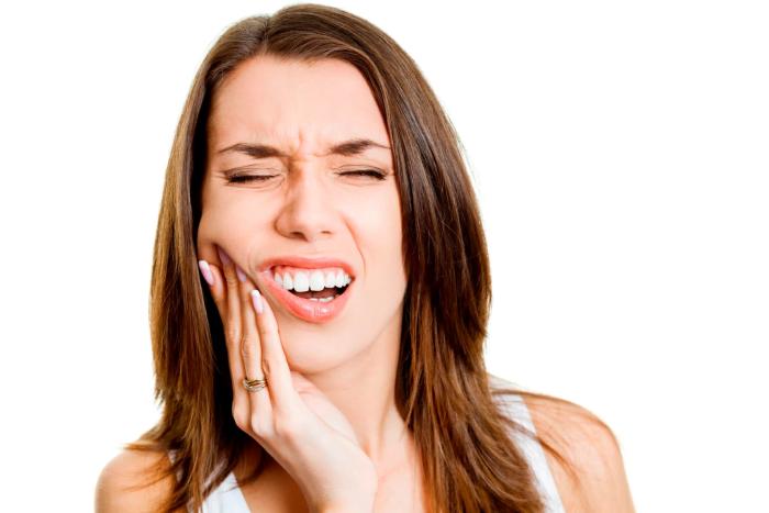 у девушки болят зубы