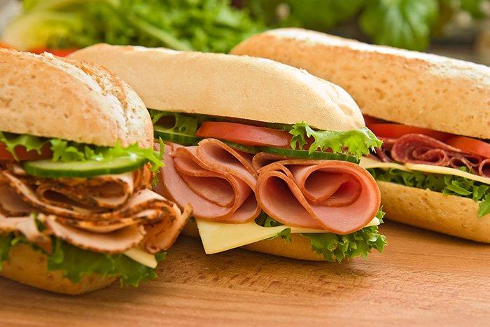 бутерброды с копченым мясом