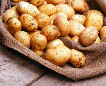 картофель в мешке