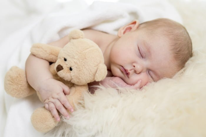 Младенец перепутал день с ночью
