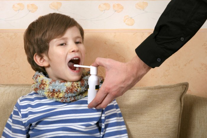 спрей для лечения горла ребенка