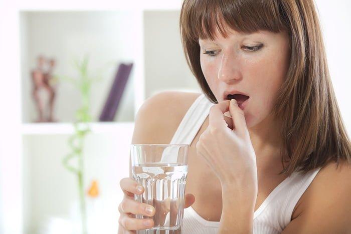 прием таблетки от аллергии