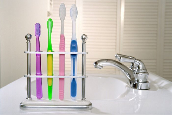 детские и взрослые зубные щетки
