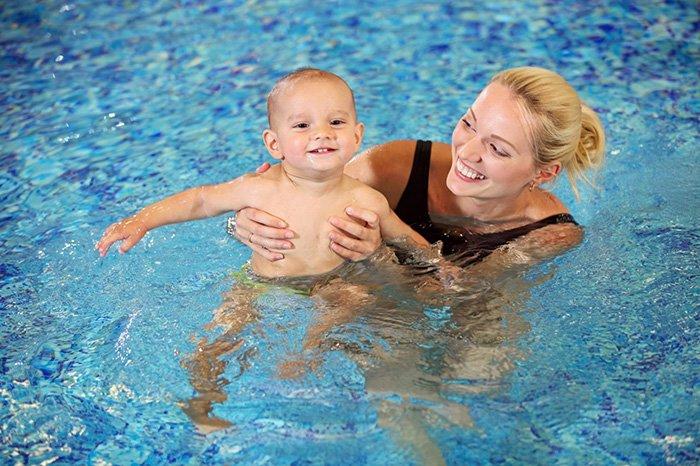 плавание с грудничком