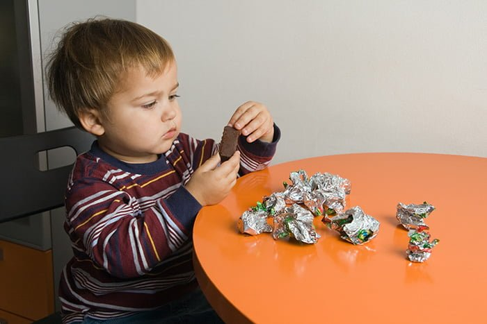 конфеты в рационе ребенка