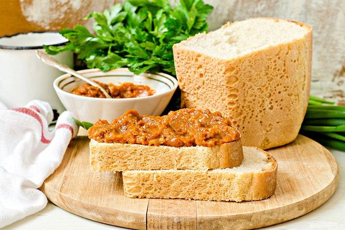 бутерброд из кабачковой икры