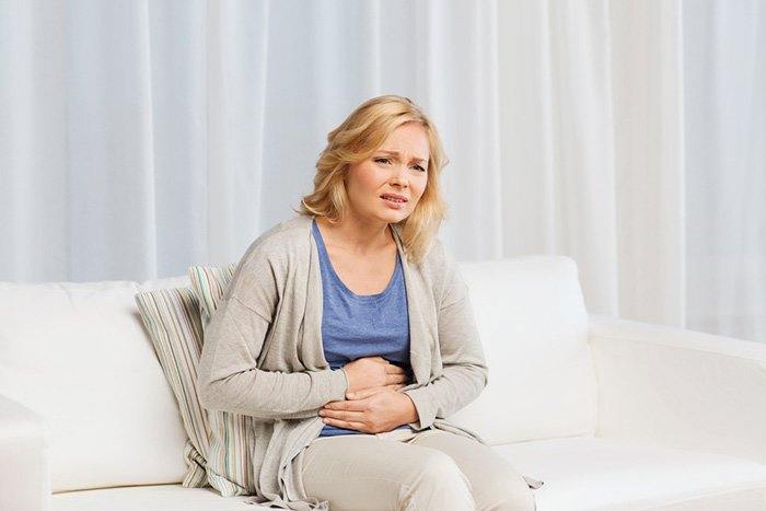 боль в желудке у кормящей мамы