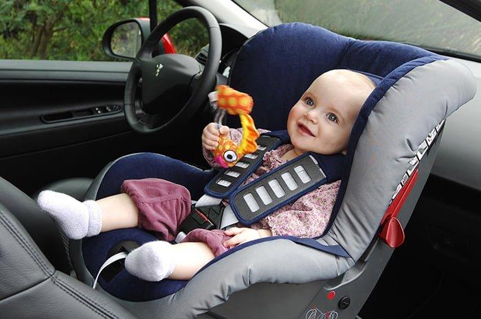 кресло для перевозки грудничка в машине