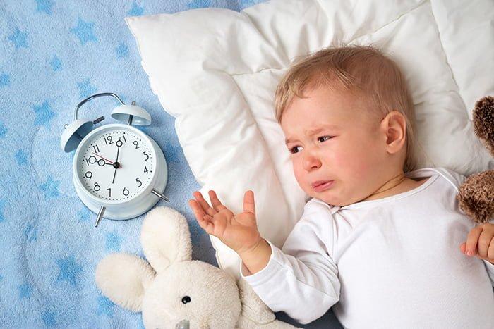 Грудничок 3 месяца плохо спит днем