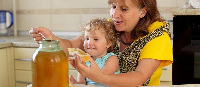 бутерброд с медом для ребенка