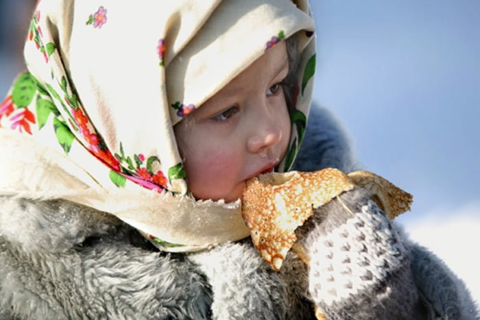 Картинки девочка с блинами, Стоковые Фотографии и Роялти-Фри 27