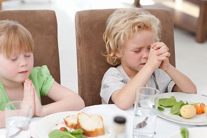 молитва перед едой в пост