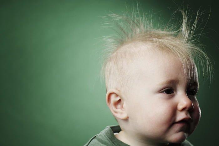 магнитятся волосы у ребенка
