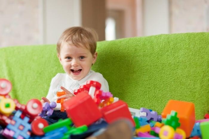 Ребенок ломает игрушки