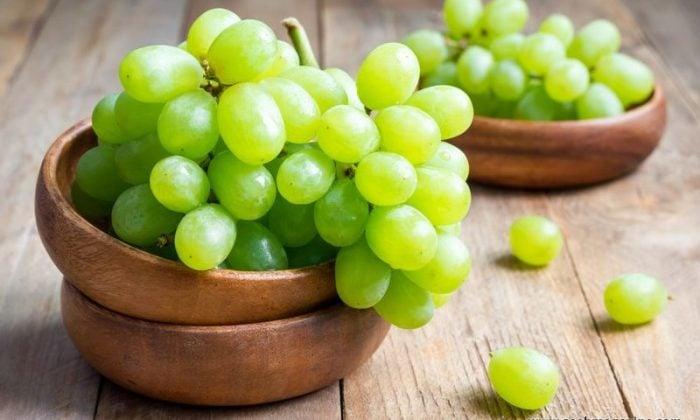 Польза и вред винограда детям