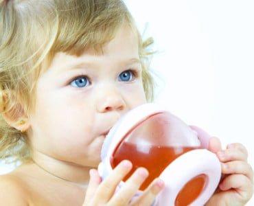 Со скольки месяцев можно давать компот ребенку