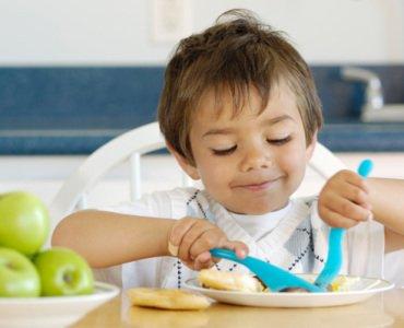 Чем накормить ребенка на завтрак