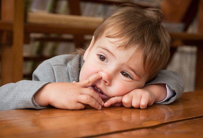 Как отучить ребенка ковыряться в носу