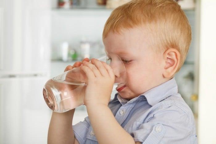 Ребенок выпил уксус: помощь