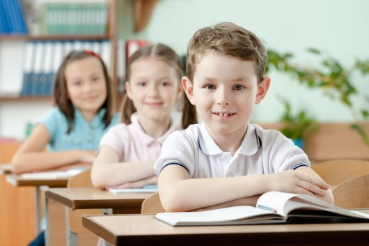 Как правильно сидеть за письменным столом ребенку