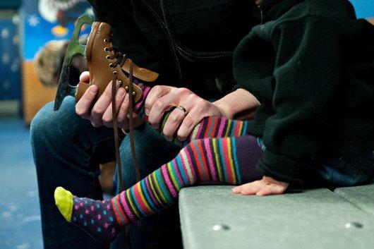 Как поставить ребенка на коньки