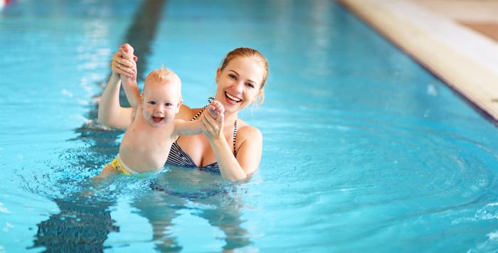 С какого возраста начинать плавать с ребенком