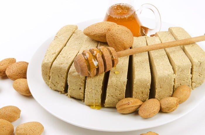 халва с орехами и медом