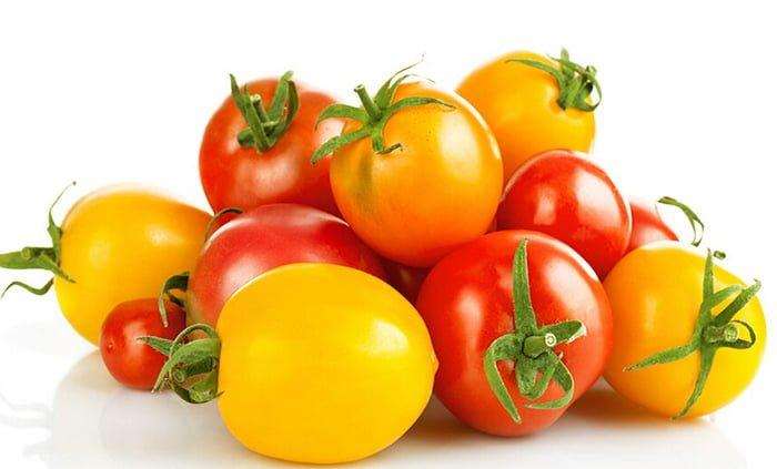 желтые и красные помидоры