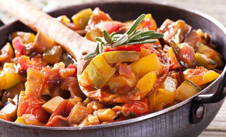 рагу с овощами и мясом