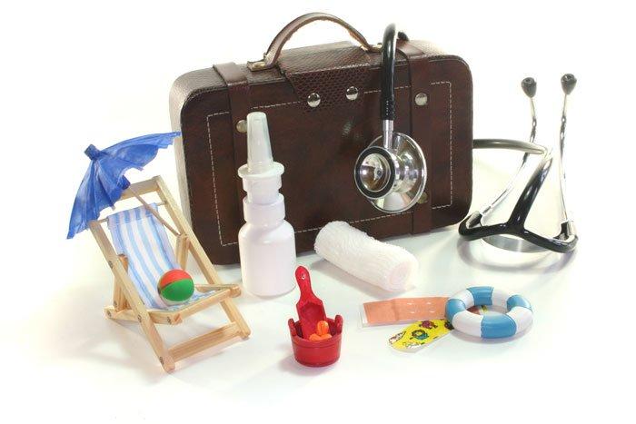Аптечка и вещи для ребенка во время путешествий