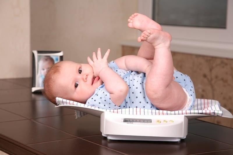 Как определить наедается ли ребенок