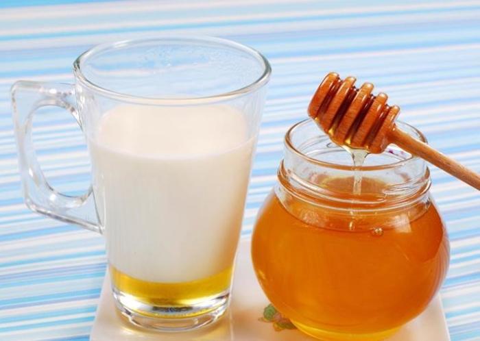 смесь молока и меда