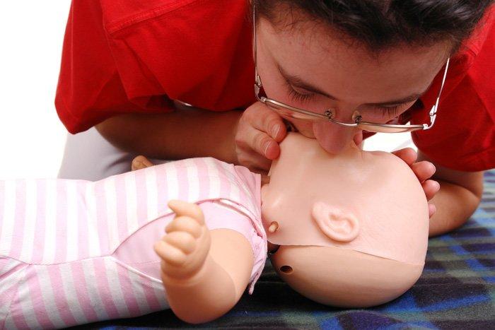 искусственное дыхание малышу