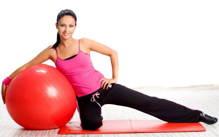 упражнения с гимнастическим мячом для подтягивания груди после лактации