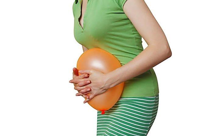 вздутие живота у кормящей мамы