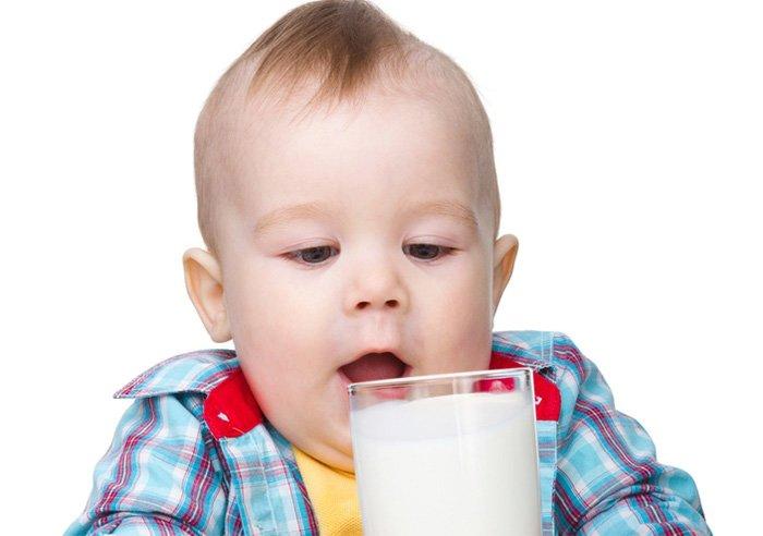 коровье молоко в прикорм малышу